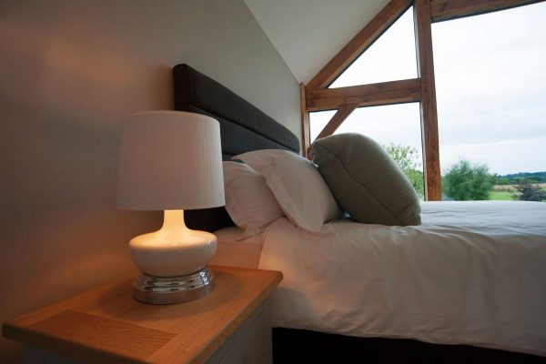 Cordless bedside lamp